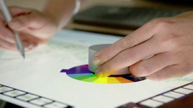 O Estúdio de superfície vem com um periférico de marcação que oferece novas maneiras de controlar o Windows
