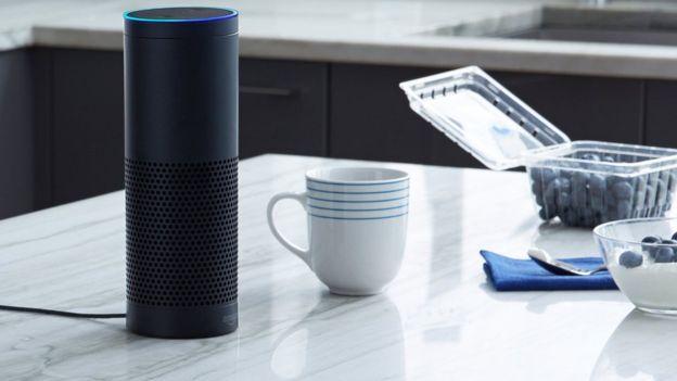 Auto falante echo controlado por voz da Amazon provou ser um sucesso para o varejista