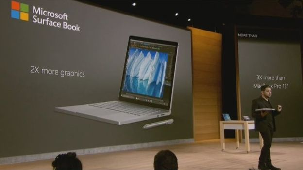 Microsoft sugeriu que seu laptop tem vantagem sobre a Apple em seu evento na terça-feira